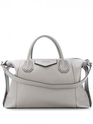 Сумка-тоут Antigona Soft среднего размера Givenchy. Цвет: серый