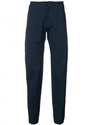 Зауженные брюки Arc'teryx Veilance. Цвет: синий