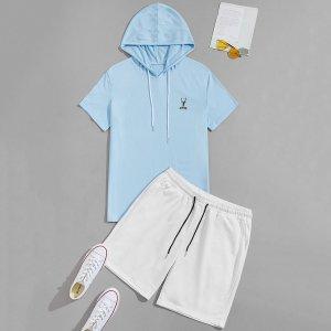 Мужская футболка и спортивные шорты с текстовым рисунком SHEIN. Цвет: синий и белый
