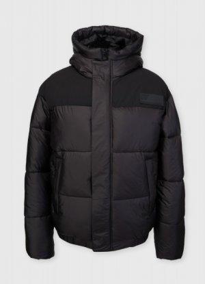 Утеплённая куртка-бомбер скапюшоном O`Stin. Цвет: черный
