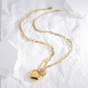 Ожерелье с сердечком SHEIN. Цвет: золотистый