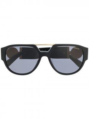 Солнцезащитные очки-авиаторы с декором Medusa Versace Eyewear. Цвет: черный