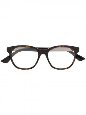 Очки GG0690O в прямоугольной оправе Gucci Eyewear. Цвет: коричневый