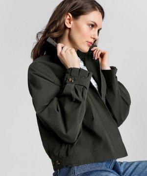 Куртка с большими накладными карманами O`Stin. Цвет: оливковый