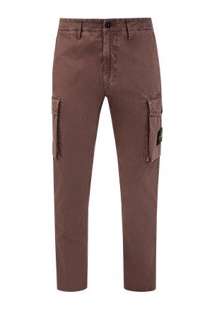 Хлопковые брюки в стиле карго с накладными карманами и фирменным патчем STONE ISLAND. Цвет: коричневый