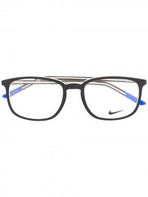 Очки 5542 в квадратной оправе Nike. Цвет: черный