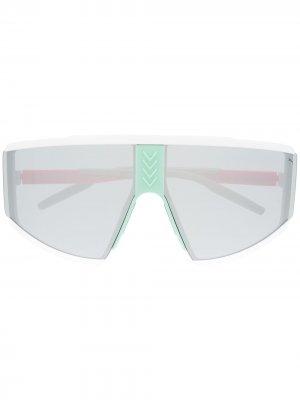 Массивные солнцезащитные очки в стиле колор-блок Puma. Цвет: белый