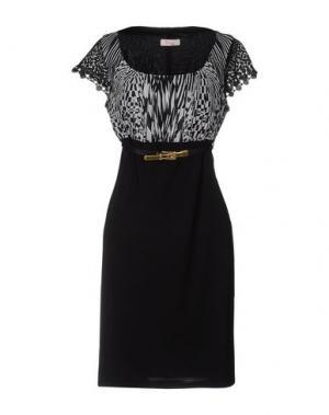 Короткое платье FEMÌ. Цвет: черный