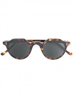 Солнцезащитные очки в круглой черепаховой оправе Lesca. Цвет: коричневый