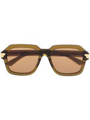 Солнцезащитные очки в массивной оправе Bottega Veneta Eyewear. Цвет: зеленый