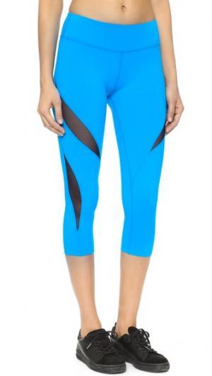 Сетчатые леггинсы-капри с двойными вставками Beyond Yoga. Цвет: голубая вода
