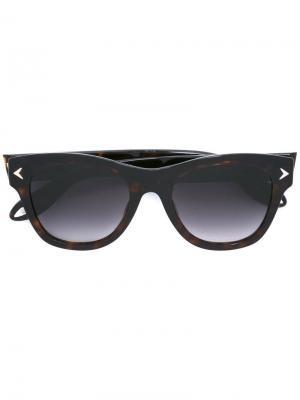 Солнцезащитные очки в оправе wayfarer Givenchy. Цвет: коричневый