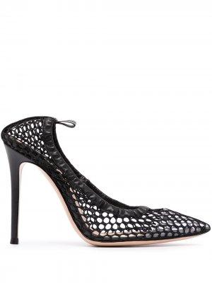 Сетчатые туфли-лодочки с заостренным носком Gianvito Rossi. Цвет: черный