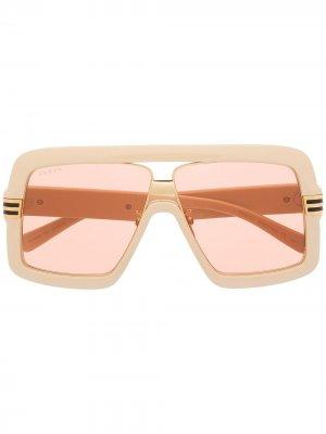 Солнцезащитные очки с тисненым логотипом Gucci Eyewear. Цвет: нейтральные цвета
