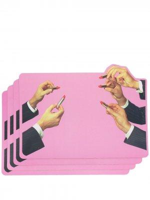 Набор из четырех настольных ковриков с графичным принтом Seletti. Цвет: розовый