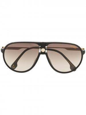 Солнцезащитные очки-авиаторы с затемненными линзами Carrera. Цвет: черный