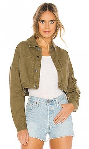 Укороченная джинсовая куртка vanessa superdown. Цвет: зеленый