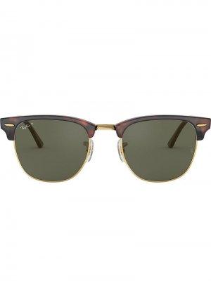 Солнцезащитные очки Clubmaster в квадратной оправе Ray-Ban. Цвет: красный