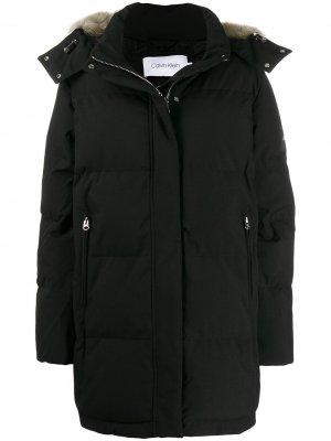 Куртка с капюшоном и искусственным мехом Calvin Klein. Цвет: черный