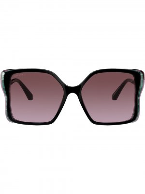 Солнцезащитные очки в массивной оправе Bvlgari. Цвет: фиолетовый