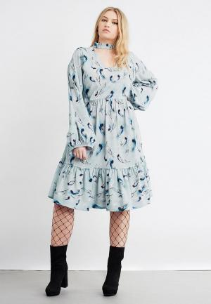 Платье LOST INK PLUS SMOCK DRESS IN SLEEPY FEATHER PRINT. Цвет: голубой