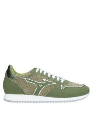 Низкие кеды и кроссовки MIZUNO. Цвет: зеленый