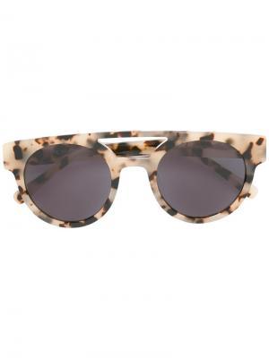 Солнцезащитные очки в круглой оправе Komono. Цвет: телесный
