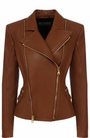 Приталенная кожаная куртка с косой молнией Balmain. Цвет: коричневый