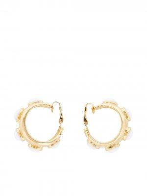 Золотые серьги-кольца Kenneth Jay Lane. Цвет: золотистый