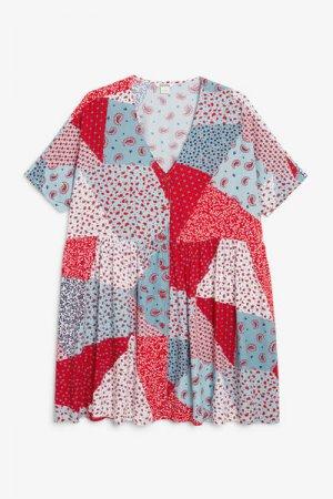 Платье в стиле бэби-долл Monki. Цвет: розовый, разноцветный, красный
