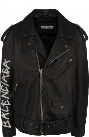 Кожаная косуха свободного кроя с логотипом бренда Balenciaga. Цвет: черный