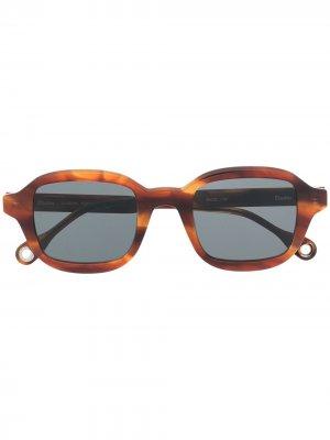Солнцезащитные очки Illusion в квадратной оправе Etudes. Цвет: коричневый
