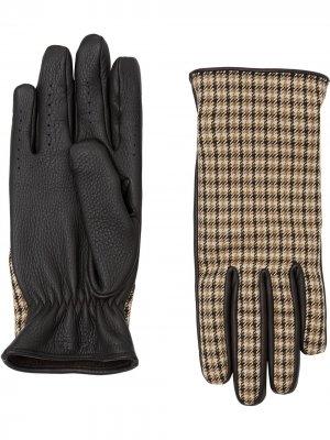 Клетчатые перчатки Burberry. Цвет: коричневый