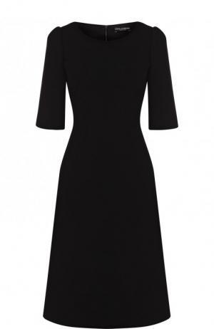 Однотонное приталенное платье-миди с коротким рукавом Dolce & Gabbana. Цвет: черный