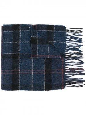 Клетчатый шарф с бахромой Barbour. Цвет: синий