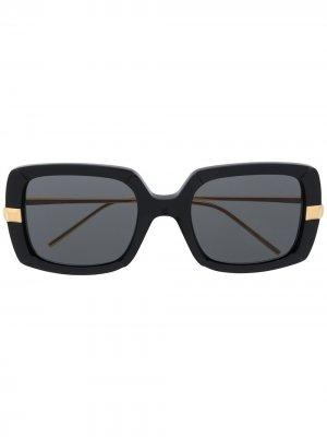 Солнцезащитные очки в массивной оправе Boucheron Eyewear. Цвет: черный
