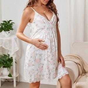 Для беременных Платье на бретелях с цветочным принтом фестонами кружевной отделкой домашний SHEIN. Цвет: белый