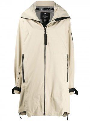 Пальто-парка Myshelter adidas. Цвет: нейтральные цвета