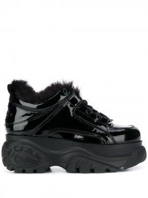 Лакированные кроссовки на платформе Buffalo. Цвет: черный