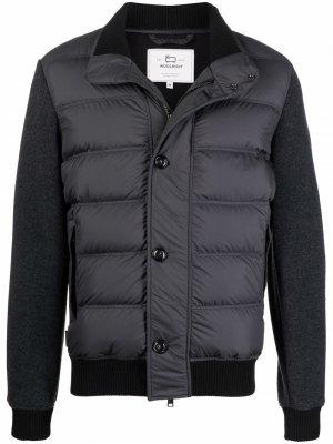 High-neck padded down jacket Woolrich. Цвет: серый