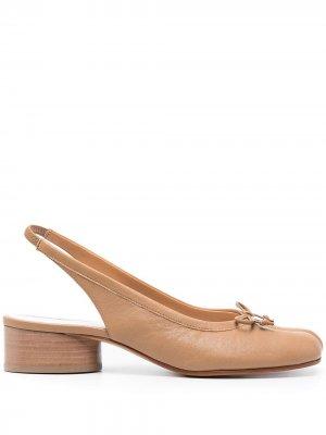 Туфли Tabi с ремешком на пятке Maison Margiela. Цвет: нейтральные цвета