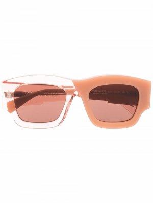 Двухцветные солнцезащитные очки C8 Kuboraum. Цвет: розовый