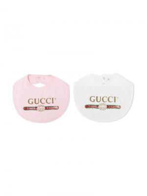 Комплект из двух нагрудников с логотипом Gucci Kids. Цвет: белый