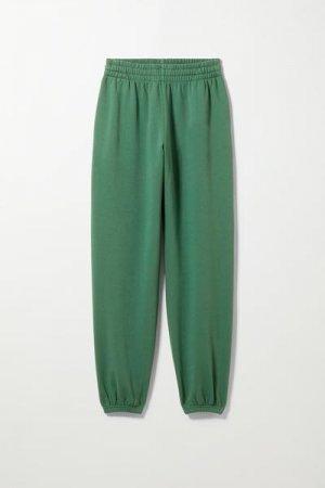 Спортивные штаны свободного кроя Alisa Weekday. Цвет: зеленый