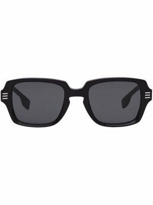Солнцезащитные очки в прямоугольной оправе Burberry. Цвет: серый