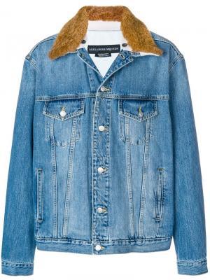 Джинсовая куртка с овчиной Alexander McQueen. Цвет: синий