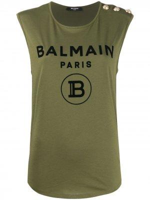 Топ без рукавов с логотипом Balmain. Цвет: зеленый