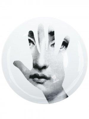 Тарелка с принтом Lina Cavalieri Fornasetti. Цвет: белый