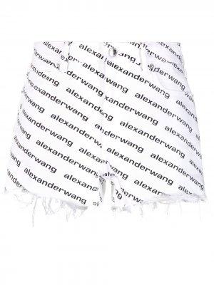 Джинсовые шорты с бахромой и логотипом Alexander Wang. Цвет: белый