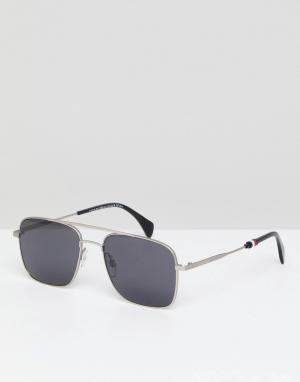 Солнцезащитные очки-авиаторы в серебристой оправе Tommy Hilfiger. Цвет: серебряный